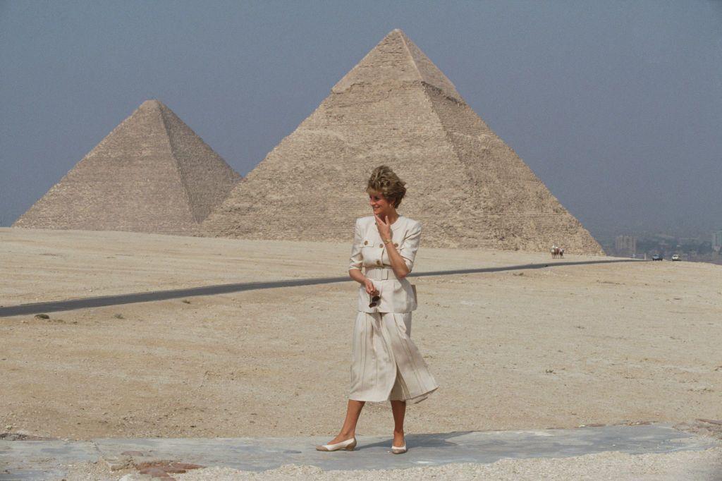 Diana a Gízai piramisoknál 1992-ben