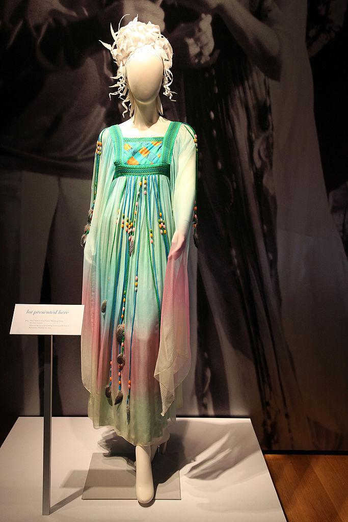 Elizabeth Taylor ebben a ruhában ment hozzá másodszor Richard Burtonhöz, 1975-ben