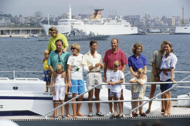 Együtt nyaral, a görög, a spanyol és a brit királyi család