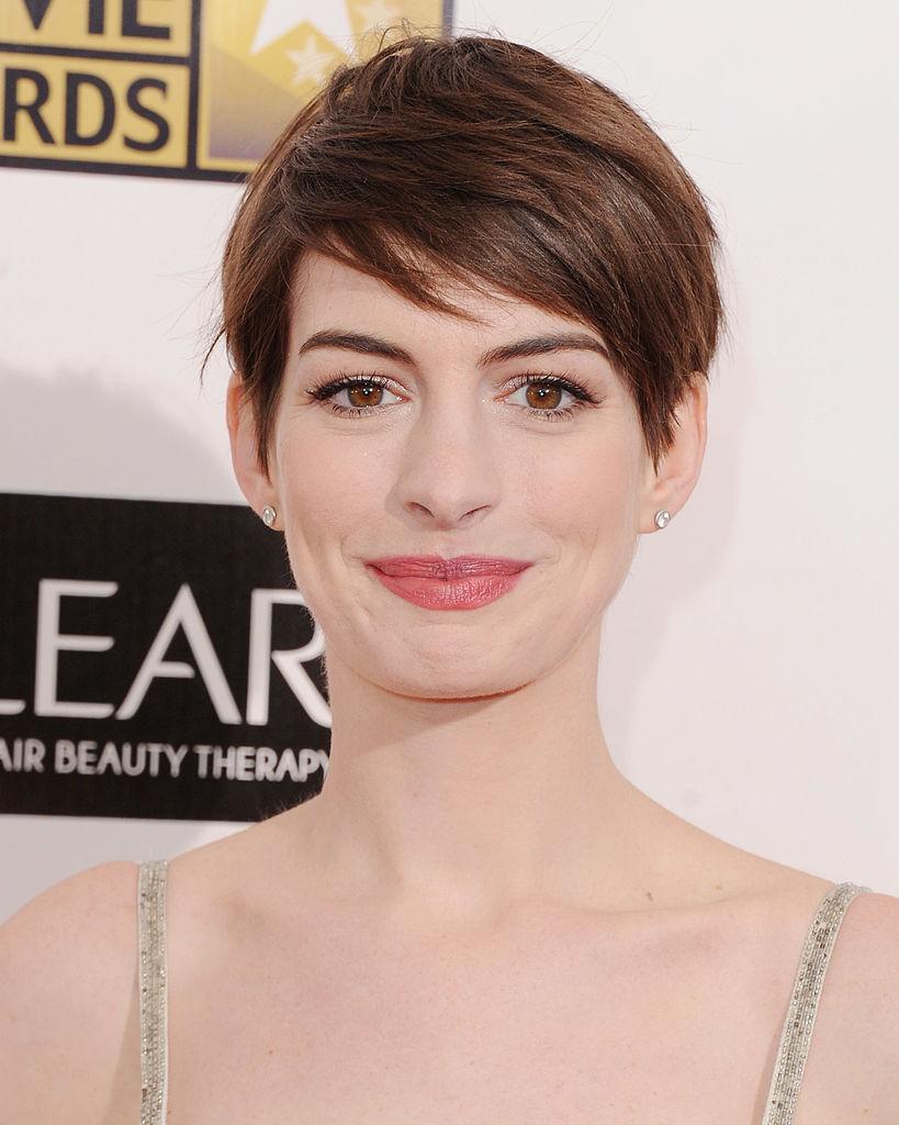 Anne Hathaway rövid hajjal
