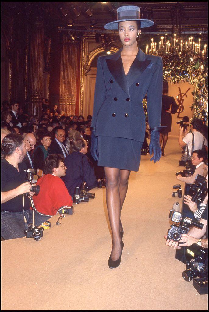 Az Yves Saint Laurent 1988-as tavaszi-nyári kollekciójának bemutatóján