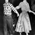 II. Erzsébet és Fülöp herceg táncolnak