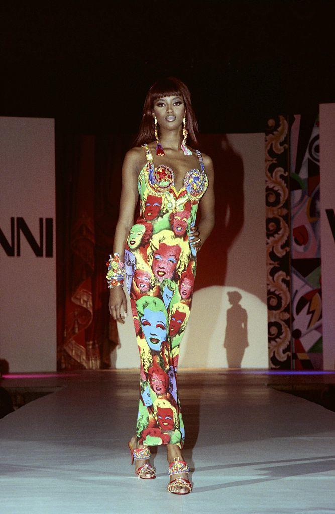 Naomi Campbell a Versace kifutóján, 1991-ben