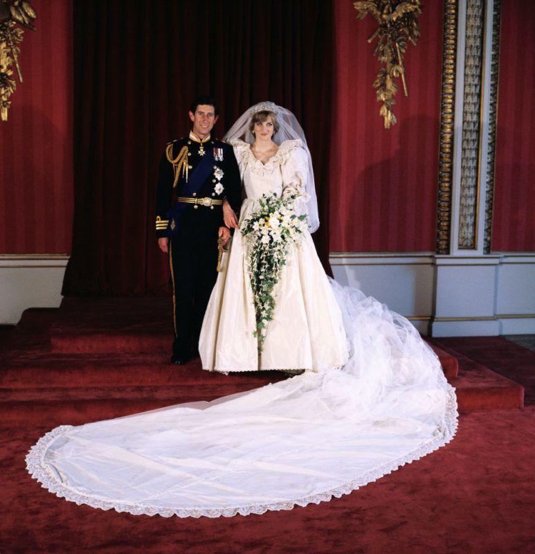 Diana hercegnő és Károly herceg egyik esküvői fotója
