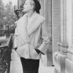 Hubert de Givenchy által tervezett kabátka.