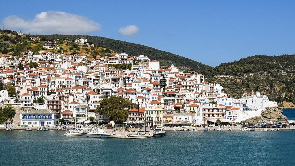 Extrém hőhullám érte utol Görögországot, ahol már megnyitottak a strandok.