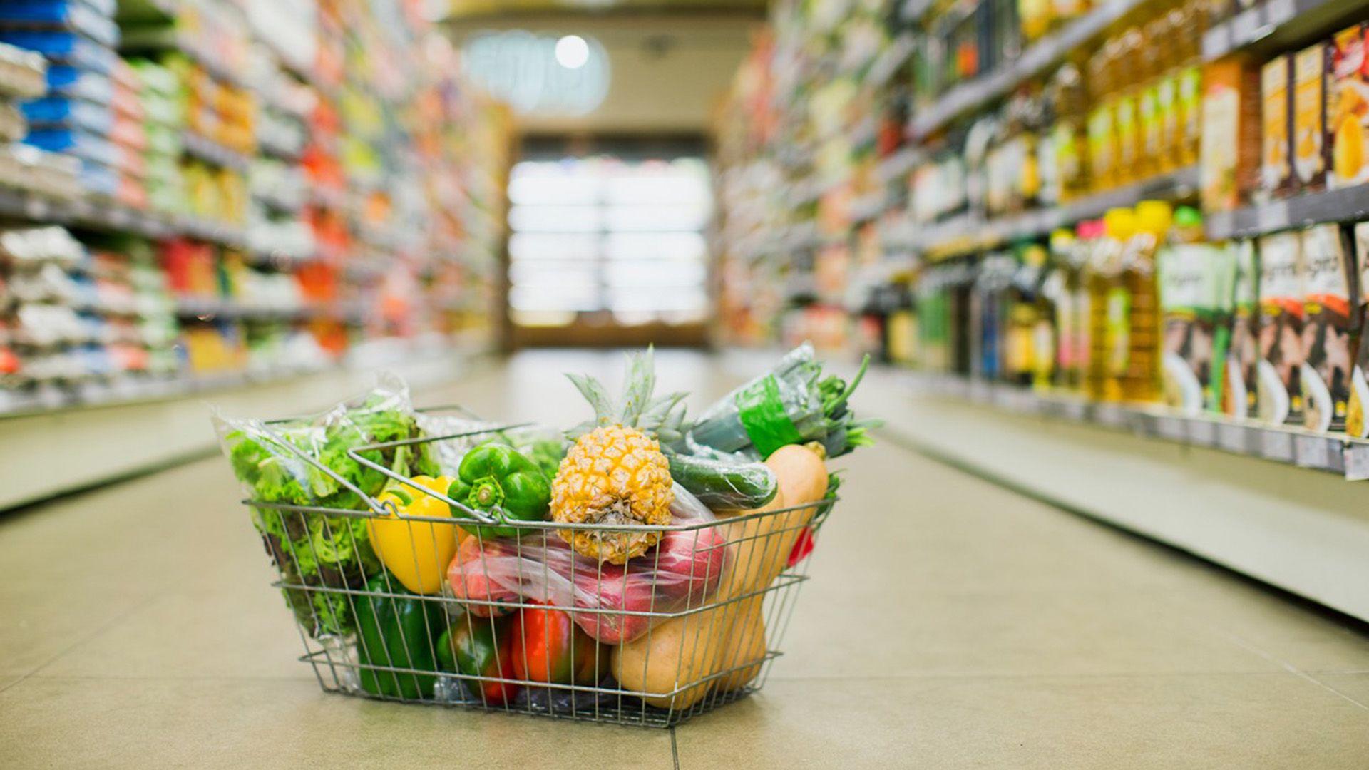 guruló élelmiszerboltokkal küzdenek a járvány ellen Kanadában