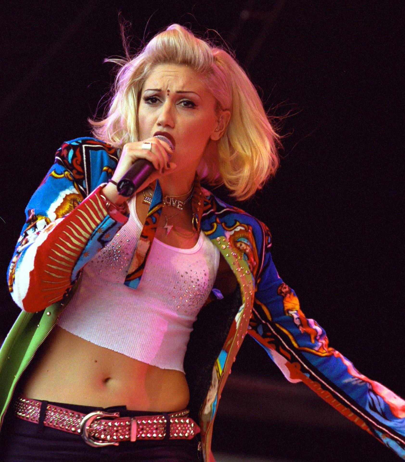 Gwen Stefani a színpadon, 2000-ben.