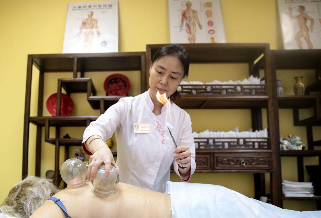 Áltudomány, nálunk mégis orvosi egyetemen tanítják a Hagyományos Kínai Orvoslást