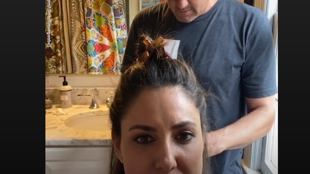 Ez történik, ha hagyod, hogy a férjed vágja le a hajadat a karanténban.