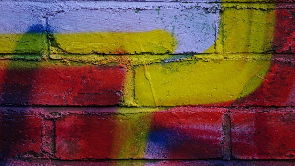 Házfelújítás: Közel 70 ezer ember szavazott már, milyen színű legyen a család házának fala.