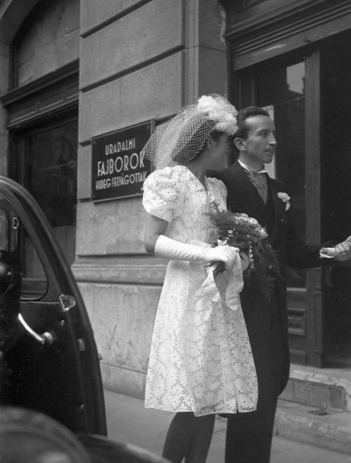 Már 1942-ben is esküdtek rövidebb ruhában