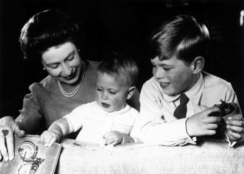 II. Erzsébet több időt töltött Andrással és Eduárddal