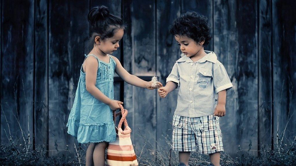 Illetékmentes lesz a testvérek közti ajándékozás és öröklés.