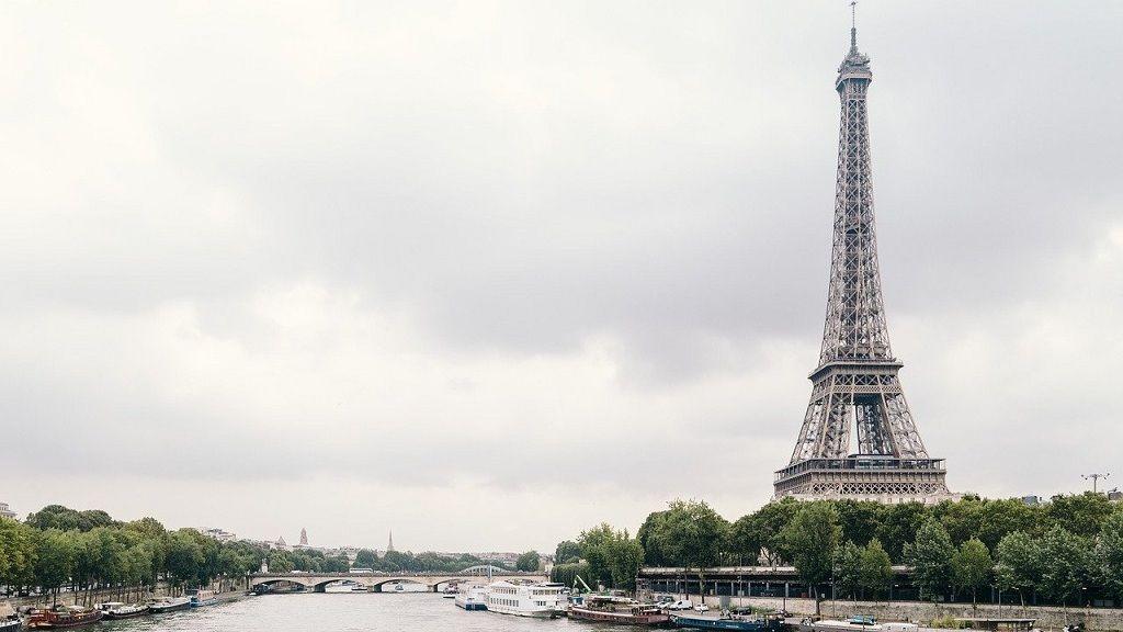 Részleges alkoholtilalmat vezettek be Párizsban.