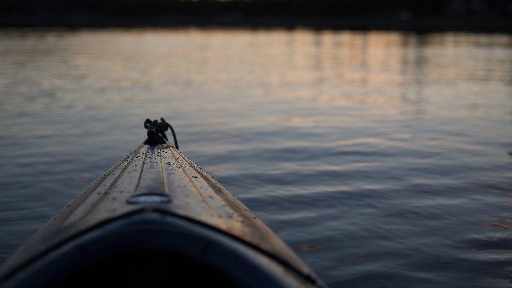 A Dunába borult kajakos lányt a rendőrök mentették ki a vízből