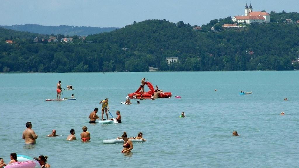 A pünkösdi hosszú hétvégére megnyitják a magyar strandokat és fürdőket.