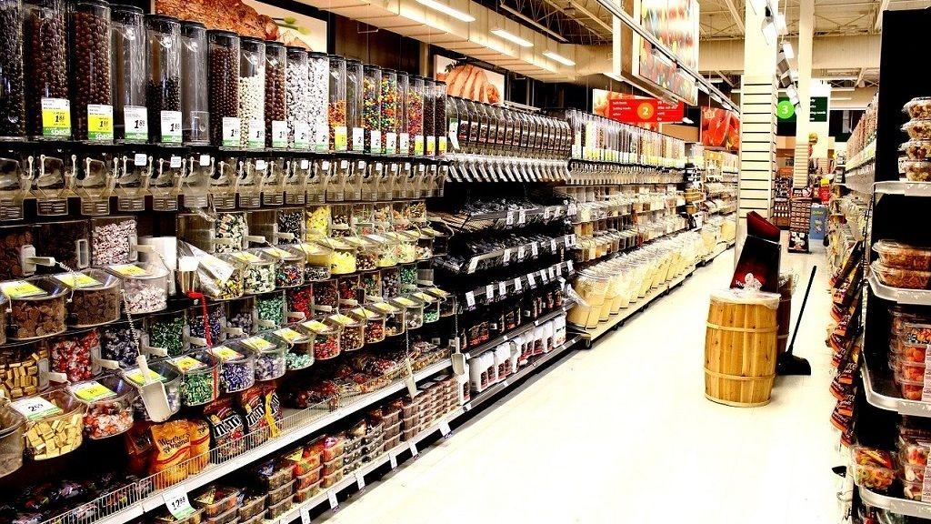 Egyre több bolti eladót keresnek az európai üzletek