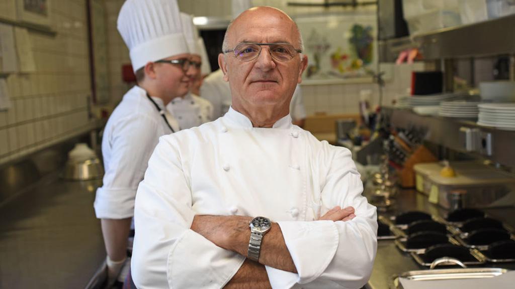 Elvették Jean-Claude Bourgueil Michelin-csillagát.