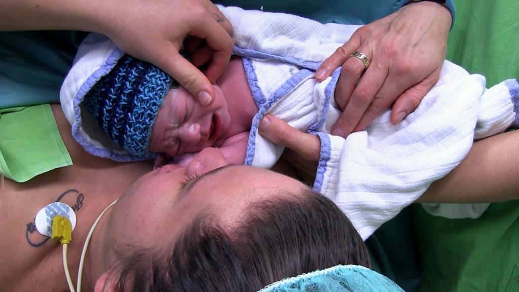 Adrienn nehéz gyerekkor után készül az anyaságra