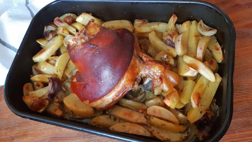 Ropogós bőr alatt omlós hús, fűszeres krumplival, mennyei!