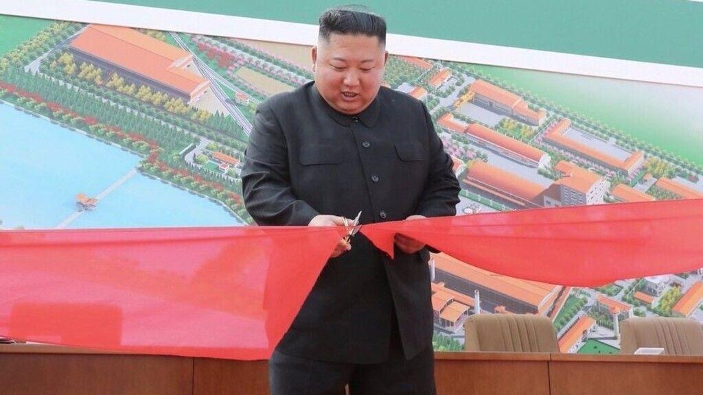 Műtrágyagyárat avat Kim Dzsong Un