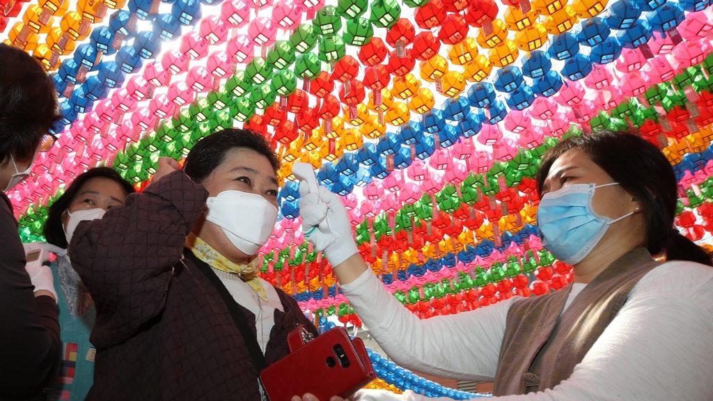Dél-Koreában 101 új koronavírus-fertőzött lett, miután kinyitott a bulinegyed.