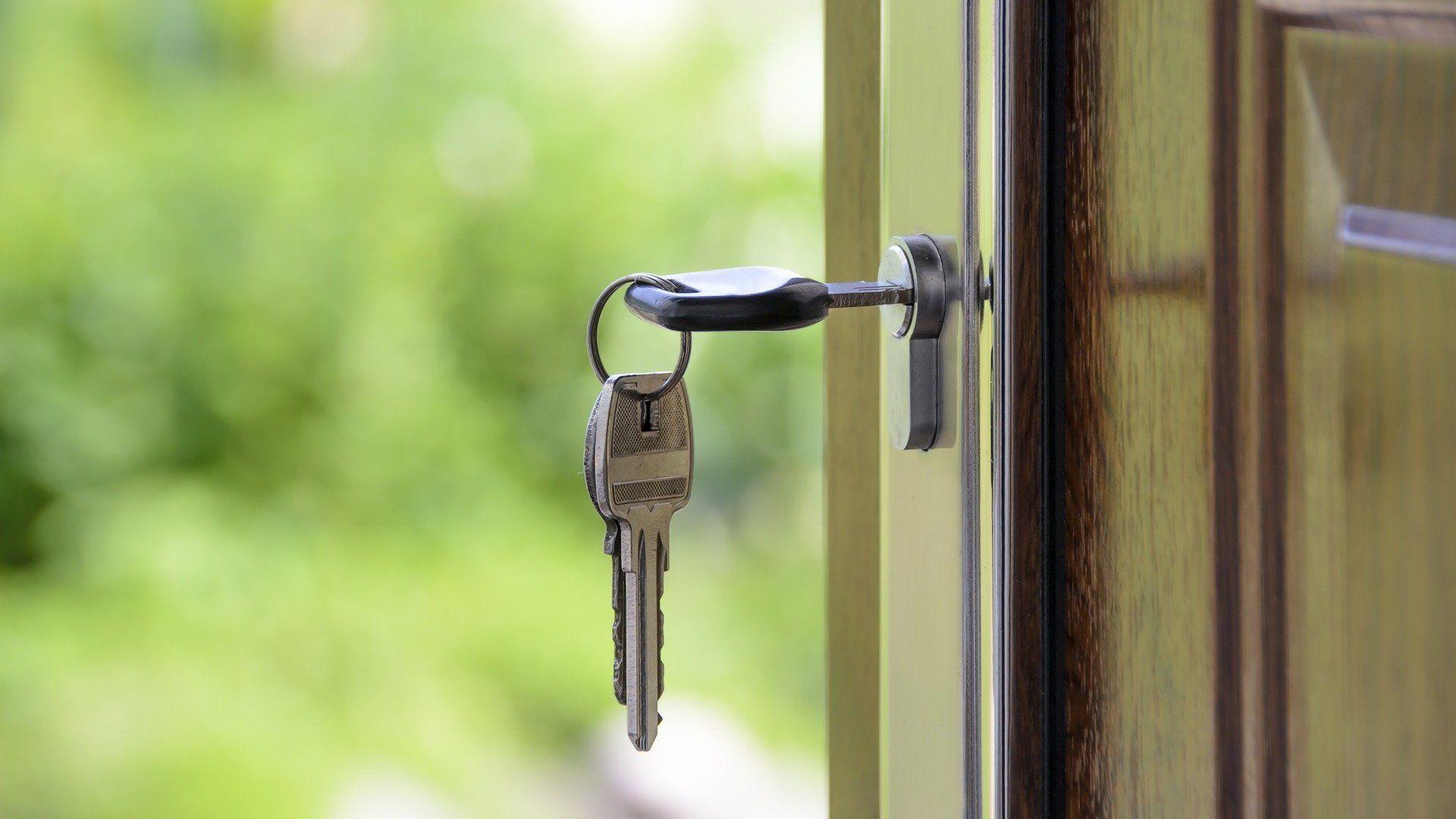 kulcs ajtó lakáseladás ingatlanpiac