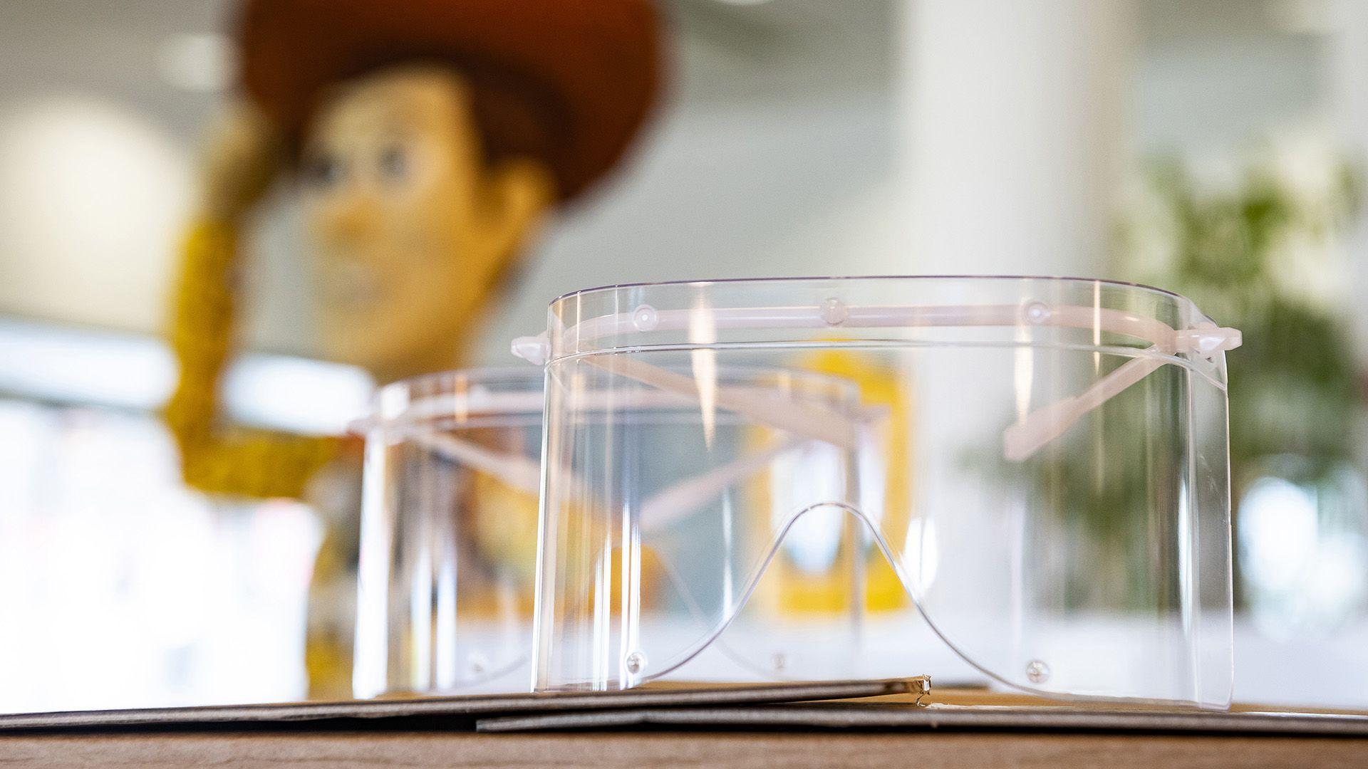 A nyíregyházi LEGO-gyárban is védőszemüvegeket gyártanak az egészségügyi dolgozóknak