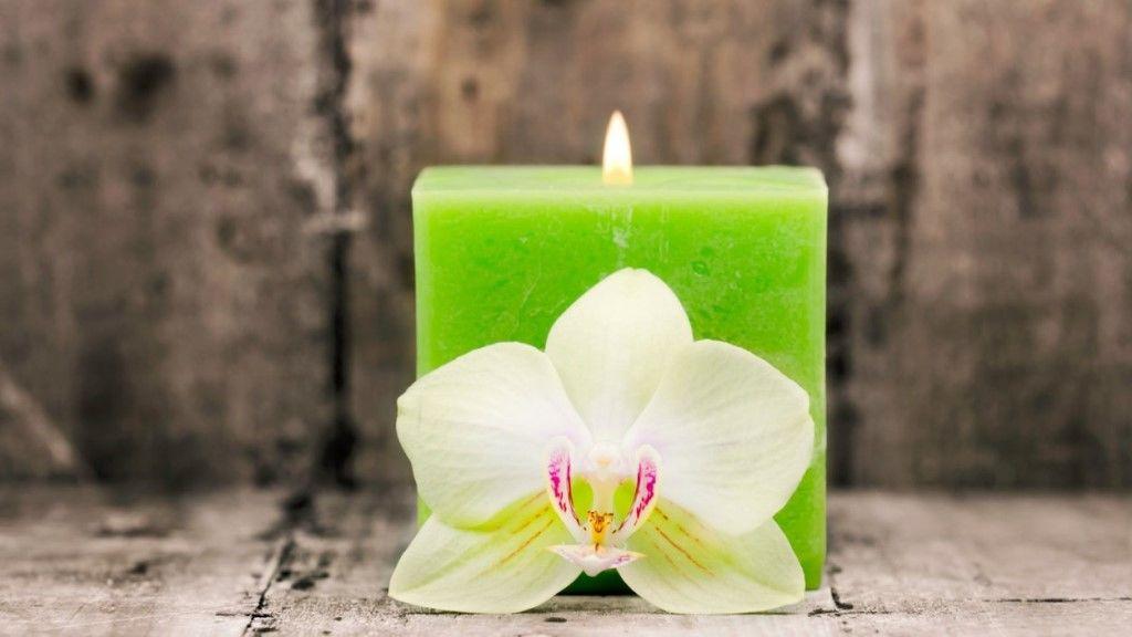Újholdkor a zöld gyertya támogatja a kívánságok teljesülését