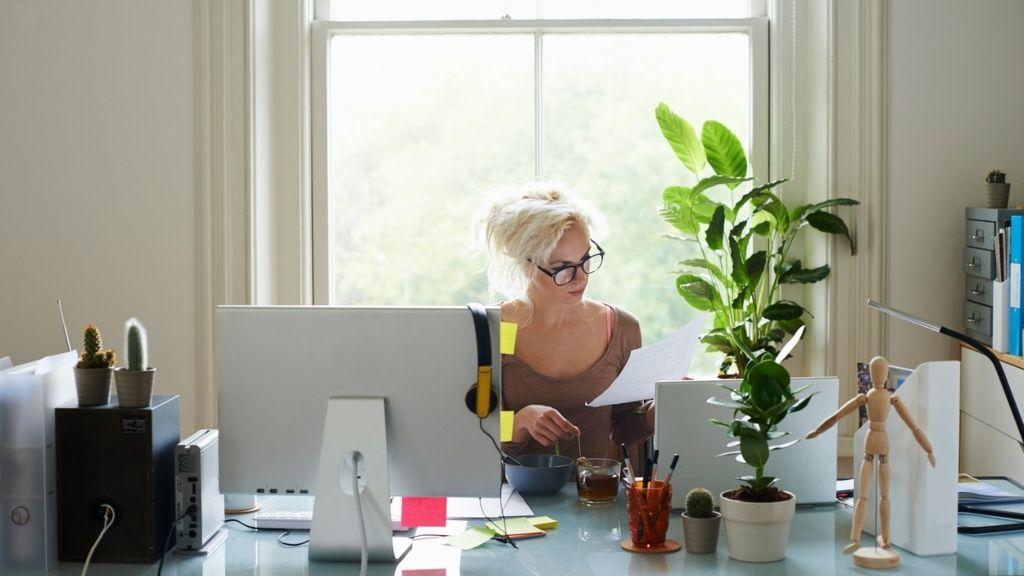 Marie Kondo megmondja, hogyan rendszerezd az íróasztalodat
