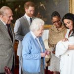 Harry herceg a nagyszüleivel, Erzsévet királynővel és Fülöp herceggel, valamint Meghan MArkle és az édesanyja, Doria Ragland együtt örültek Archie születésének