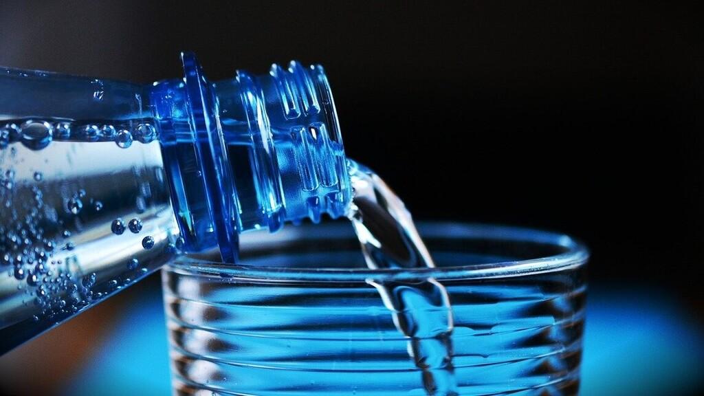Csak jövő nyáron tiltják be az egyszer használatos műanyagokat