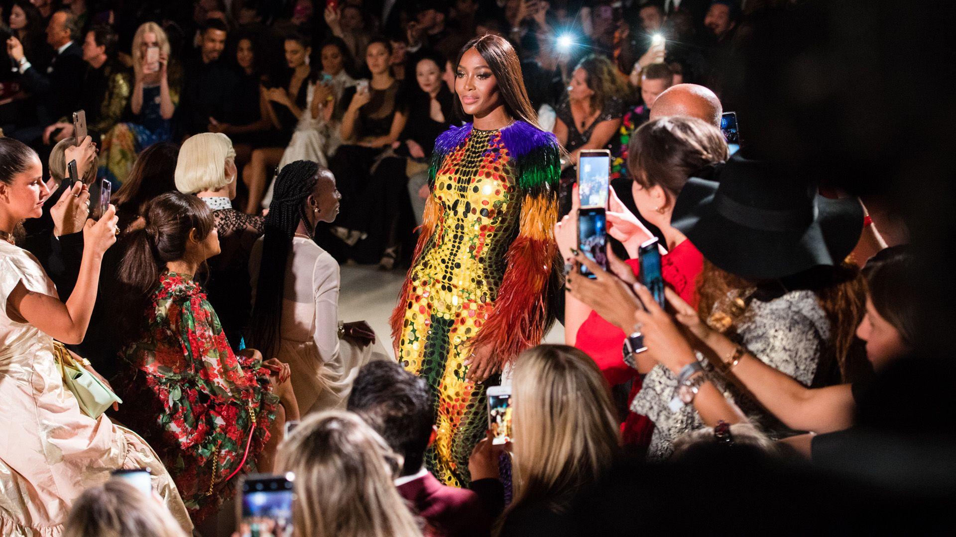 Naomi Campbell ma 50 éves, ebből 35-öt a divatvilág élvonalában töltött