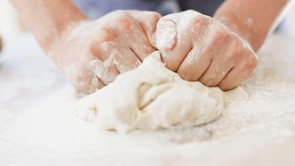 Házi péksütemény dagasztás