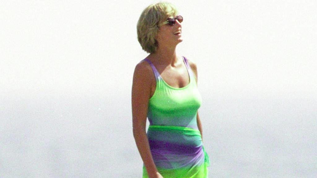 Diana hercegnő színes furdóruhában