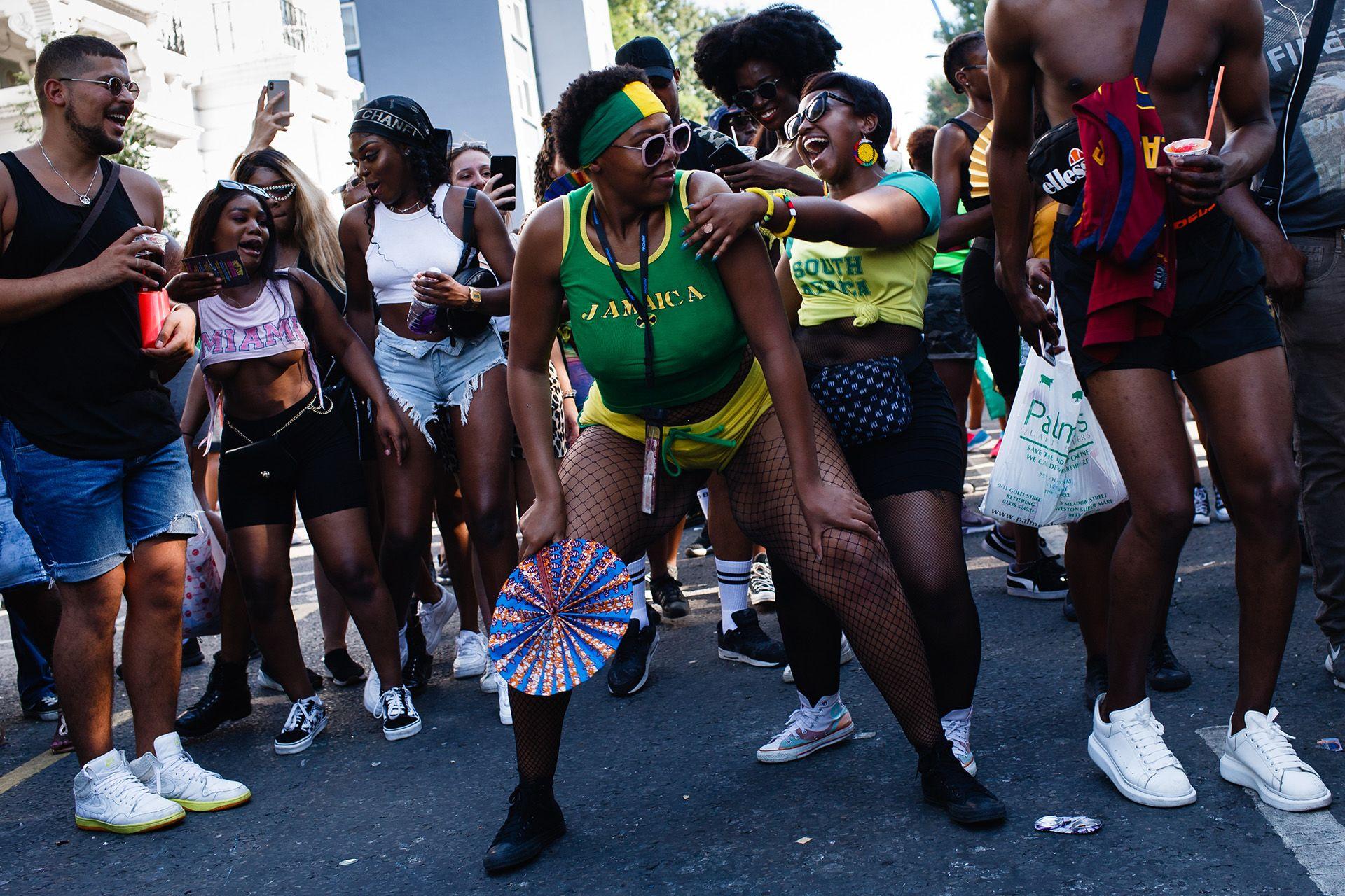 London legnagyobb bulija a nyaranta megrendezett Notting Hill-i karnevál