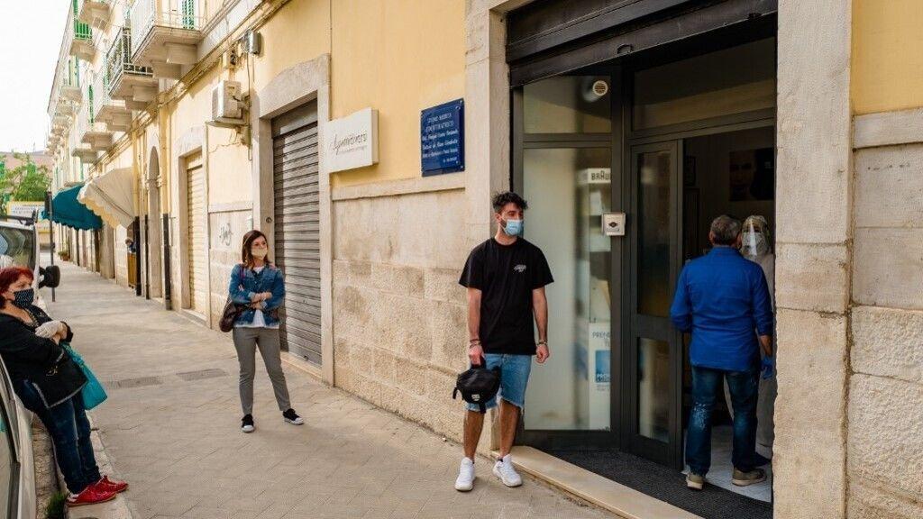 Fogorvosra várnak páciensek Olaszországban
