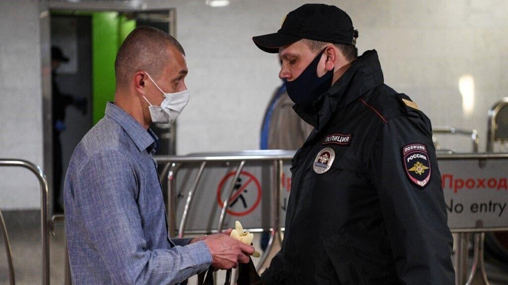 Ellenőrzik a kesztyű és maszk viselést az orosz tömegközlekedési eszközökön