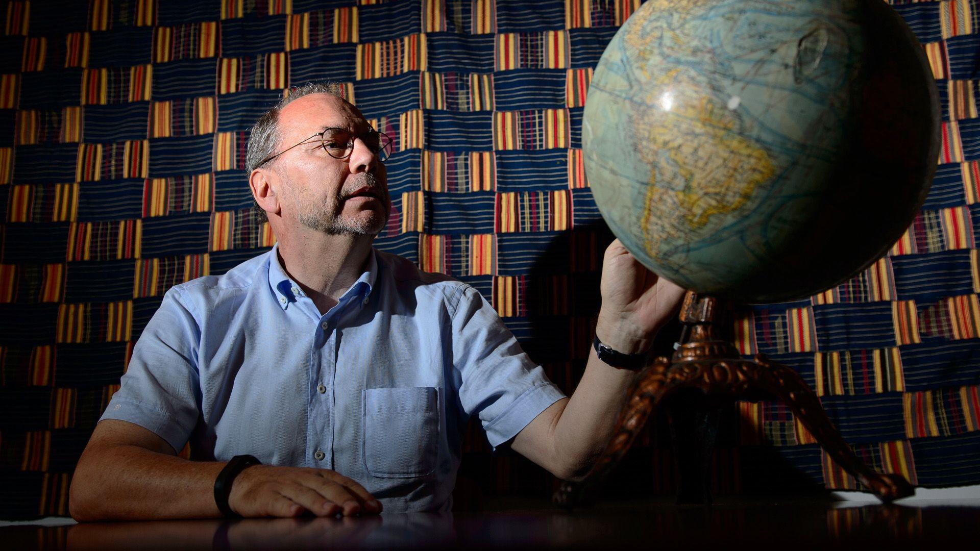 Peter Piot professzort, a HIV és az ebola felfedezőjét is utolérte a koronavírus