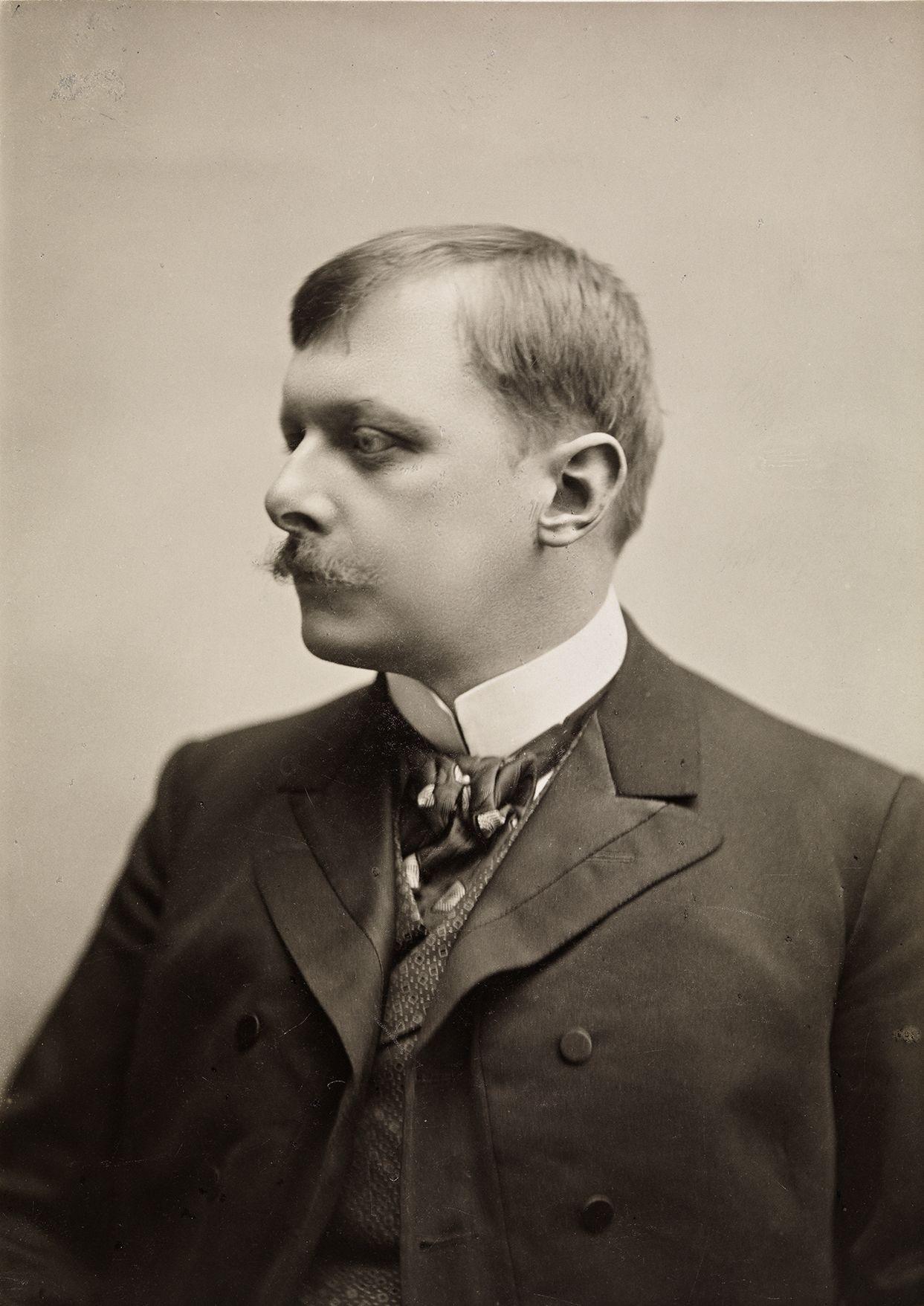 Egy unalmas, beállított portré Carl Störmerről (fotó: Wikipedia)