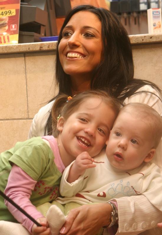 Rubint Réka a gyerekeivel, Norbikával és Larával sokszor szerepelt