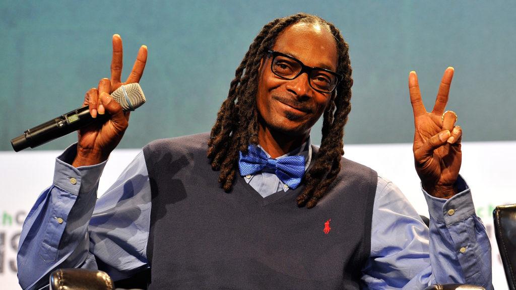 Snoop Dogg Jégvarázst hallgat az autójában