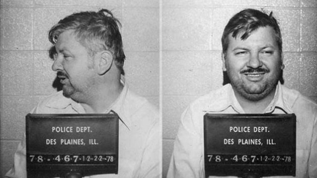 John Wayne Gacy sorozatgyilkos hátborzongató mosolya a letartóztatáskor (Kép: Getty Images)