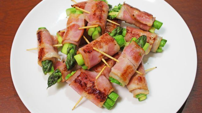 Baconbe csomagolt spárga