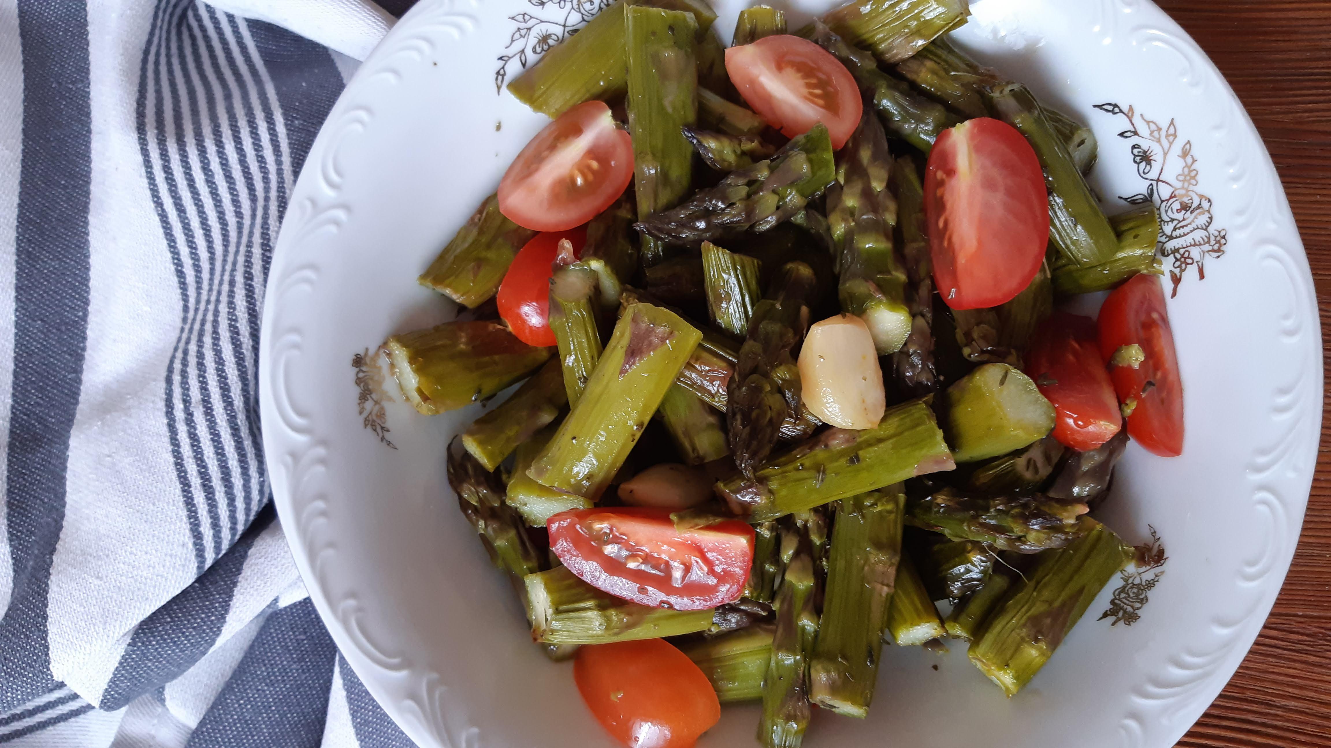 Sült spárga-saláta