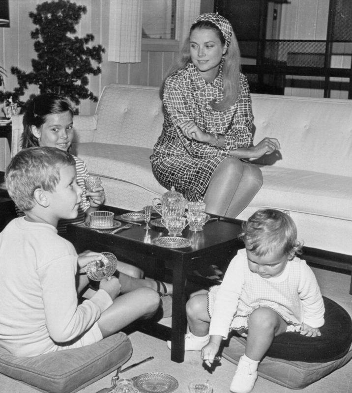 Grace Kelly és a gyerekek: Stefánia, Albert és Karolina, 1966. (Fotó: Bettmann/Getty Images)