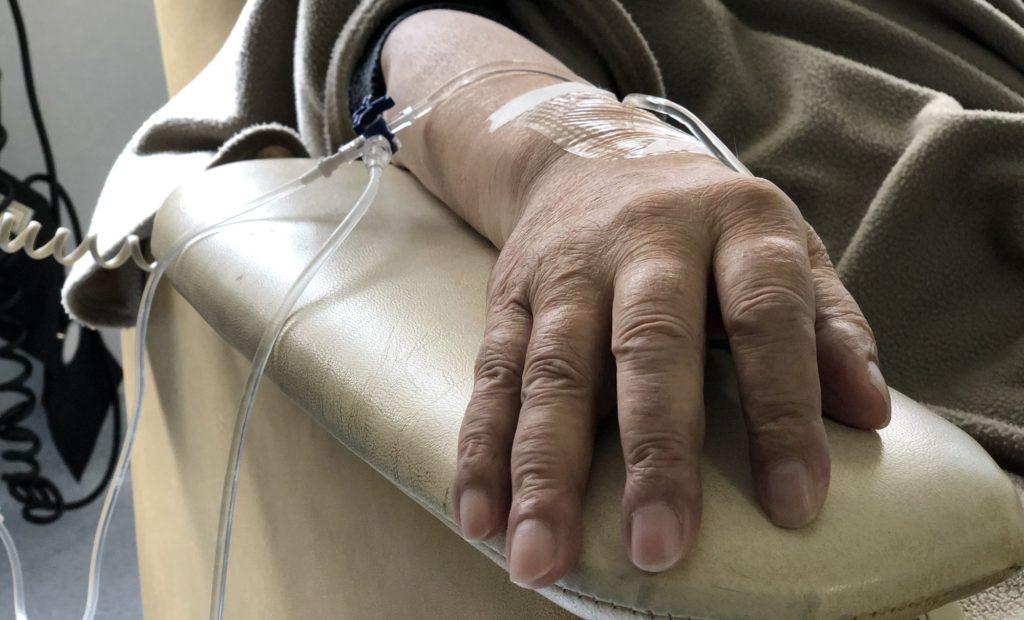 A kemoterápia kellemetlen mellékhatásokkal jár, de nem veszélyes mellékhatásokkal (fotó: getty images)