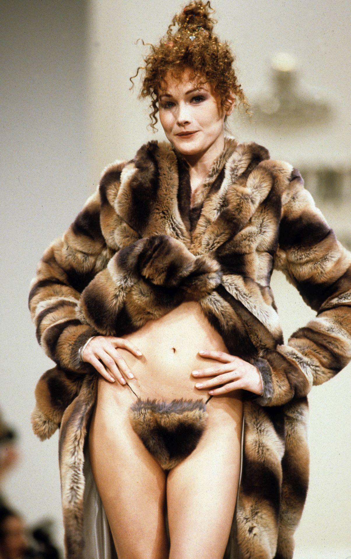 Carla Bruni Vivienne Westwood divatbemutatóján.
