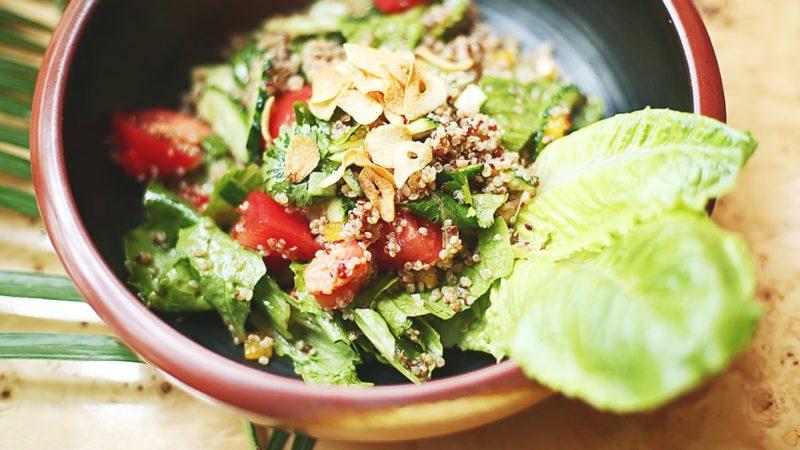 Avokádót tenni a salátába jó ötlet.